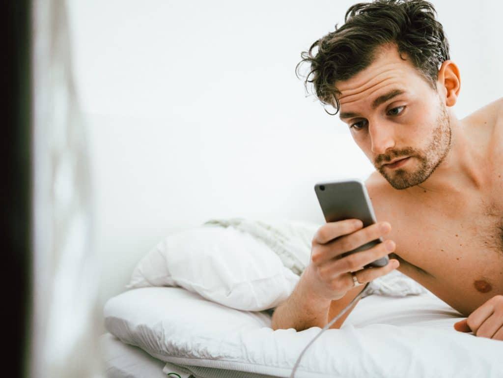 Est-il possible d'envoyer un sms en numéro caché ?